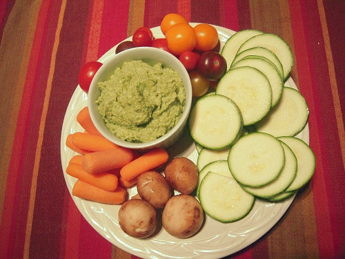 Garlic and Parsley Hummus with Crudites | Wheat-Free Meat-Free